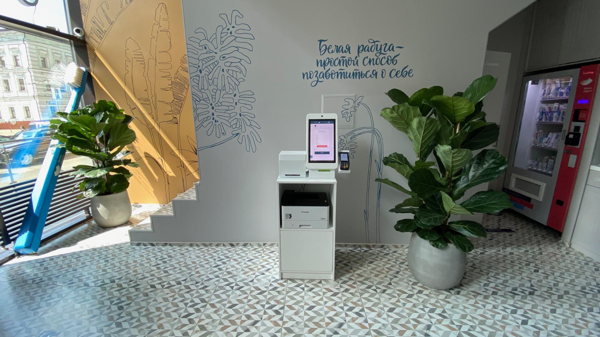 Электронный ресепшен со сканированием паспорта SC-04