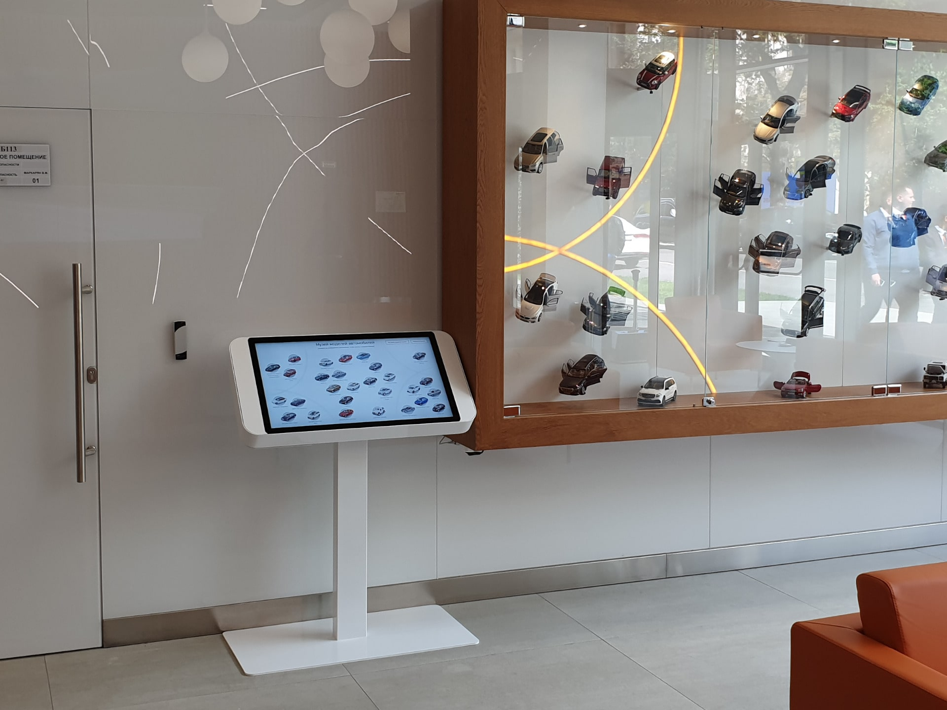 """Интерактивный стол для музея автомобилей в компании """"Европлан"""""""