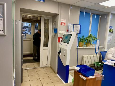 Терминал электронной очереди Q-28 в магазине ЭТМ